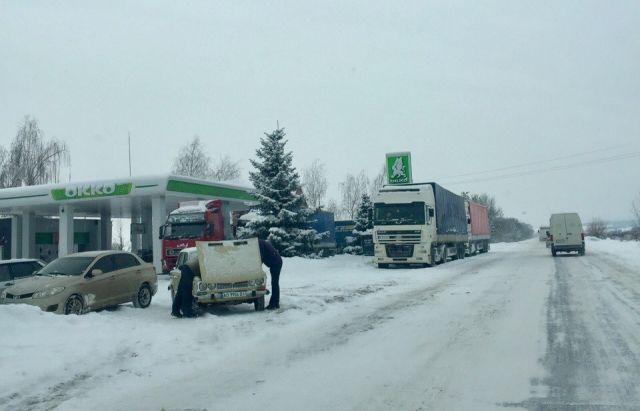 Засутки из-за непогоды на трассах Украинского государства пострадали 75 человек