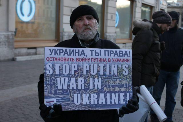 «Стоп Путин!»: одесские активисты протестуют угенконсульства Российской Федерации