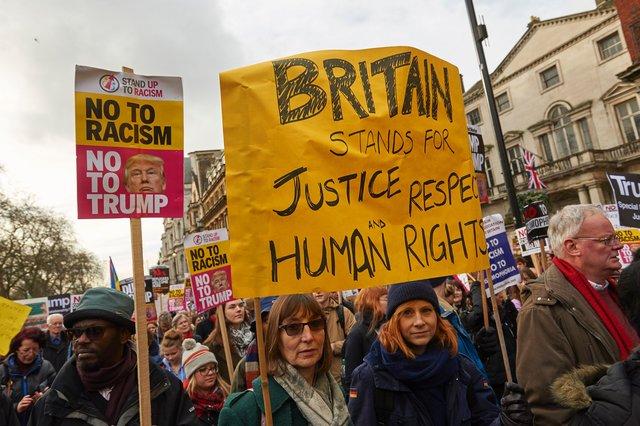Тысячи человек вышли встолице Англии наакцию против миграционной политики Трампа