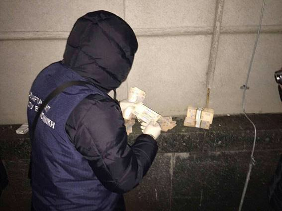 ВДнепре чиновник Госгеокадастра попался накрупной взятке