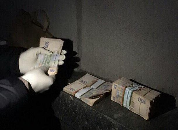 Милиция: ВДнепре навзятке схвачен чиновник Госгеокадастра