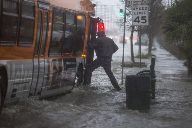 ВКалифорнии 4 человека стали жертвами шторма