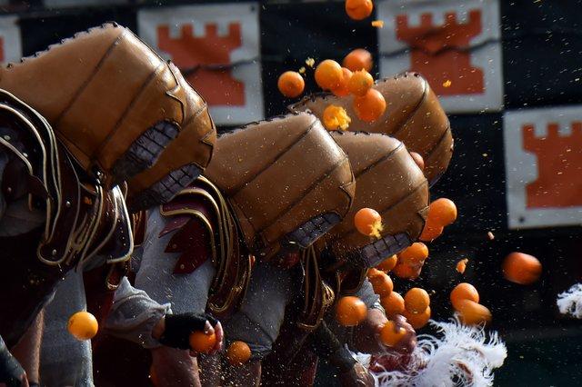 Тысячи человек приняли участие в«Апельсиновой битве» вИталии
