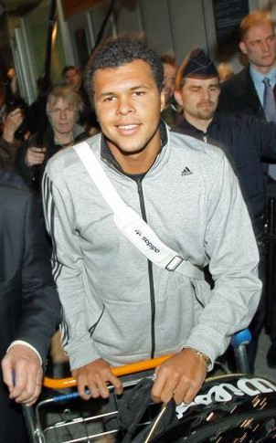 French tennis player Jo-Wilfried Tsonga, arrives 29 january 2008 at Paris Roissy airport, two days after his final in the Australian Open against Novak Djokovic of Serbia, in Melbourne. The unseeded Frenchman went down in four sets but his ranking will climb to 18 from 38 courtesy of his giantkilling run in Melbourne where he claimed four seeded scalps.     AFP PHOTO PATRICK KOVARIK