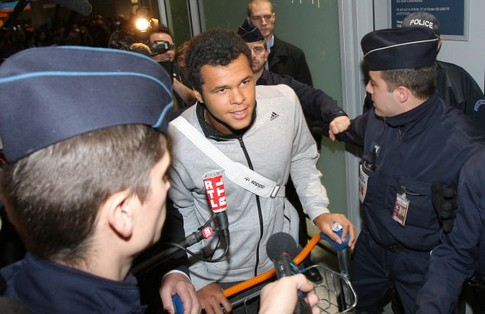 French tennis player Jo-Wilfried Tsonga (C), arrives 29 january 2008 at Paris Roissy airport, two days after his final in the Australian Open  against Novak Djokovic of Serbia, in Melbourne. The unseeded Frenchman went down in four sets but his ranking will climb to 18 from 38 courtesy of his giantkilling run in Melbourne where he claimed four seeded scalps.