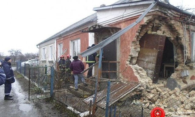 ОЧЕВИДЦЫ В Тюмени обрушилась стена в доме на Харьковской ФОТО