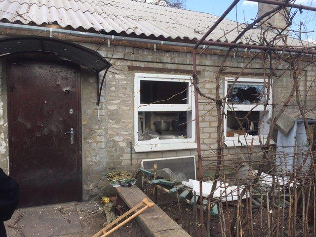 Террористы обстреляли жилые кварталы Авдеевки: вНацполиции показали фотографии последствий
