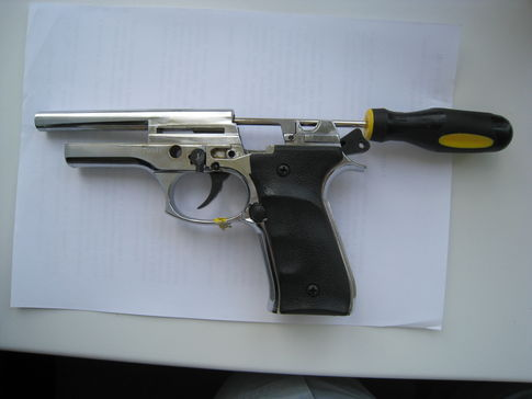 Усовершенствованная модель стартового пистолета Zoraki mod.  914 с возможностью автоматической стрельбы.
