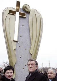 Монументами по стране. Последний памятник жертвам Голодомора президент открыл под Одессой