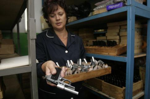 В магазинах Киева продается стартовое оружие, которое можно легко переделать в боевое.По всем документам...