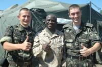 Мир, дружба. Наши ребята с миротворцем из США