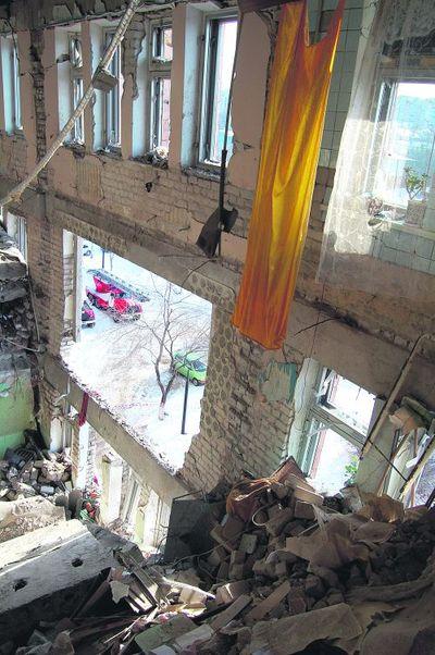 Пострадали перекрытия между этажами.