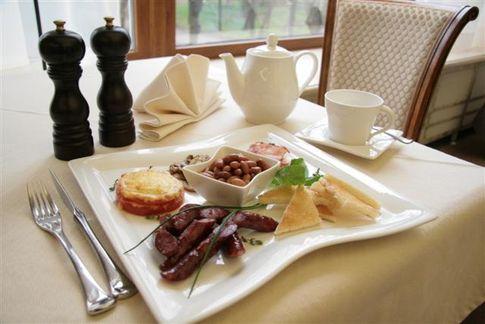 Завтрак съешь сам, обедом поделись с другом, а ужин отдай врагу.