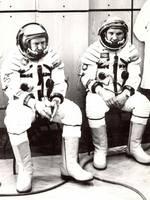 Одели для полета. Леонов и Кубасов устали готовиться. УВЕЛИЧИТЬ