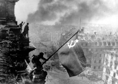 Знамя над Рейхстагом. Знаменитое фото обошло все учебники и газеты