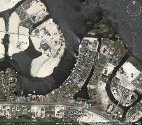 Намытые песчаные берега и коттеджи уничтожили десятки гектаров уникальных природных лугов, превратив их в сточные канавы. На фото – менее 10%  всей коттеджной зоны Кончи-Заспы