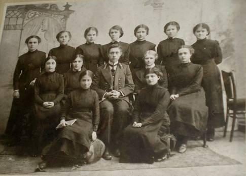 1913 год. Выпуск в женской гимназии отмечали скромно. Фото из архива Педагогического музея