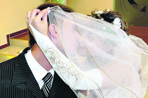 Невесту в загсе