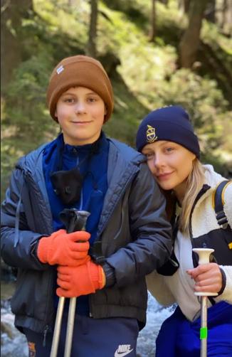 Тіна Кароль з сином підкорили найвищу гору в Україні: відео
